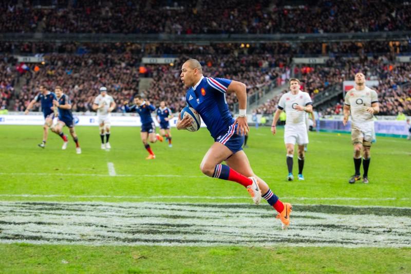 Dernier essai du Français Gaël Fickou à la 77ème minute de jeu du match de rugby opposant la France à l'Angleterre au Stade de France pendant le tournoi des 6 Nations le 1er février 2014.