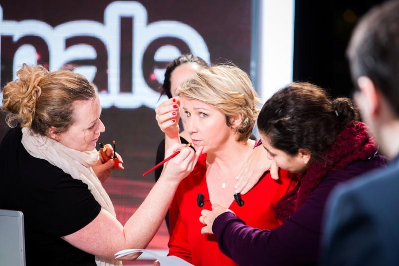 Maquillage d'Ariane Massenet sur le plateau de tournage de l'émission La Matinale diffusée sur Canal+