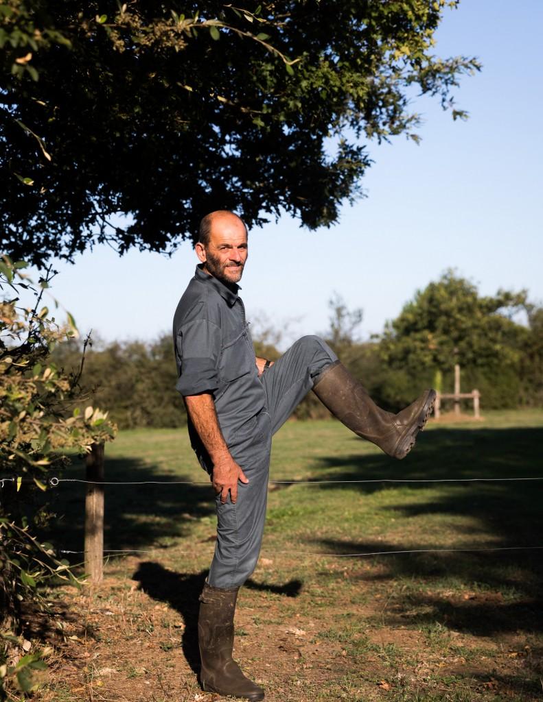 Portrait d'Eric Favre dans sa ferme à Blain (44).